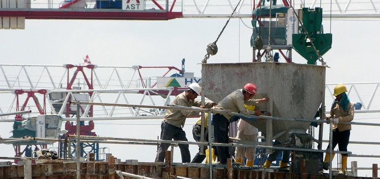 The top 10 cities for construction workers: study