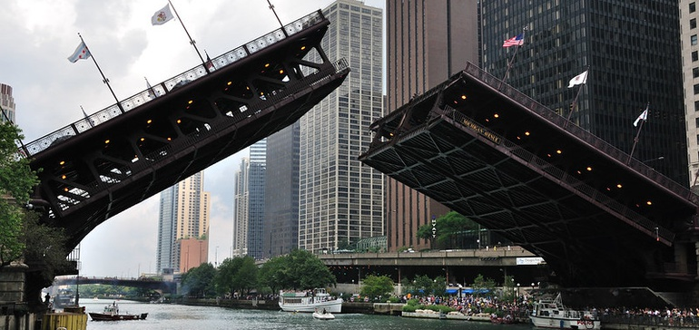 Advocates urge Chicago to keep transit running amid protests