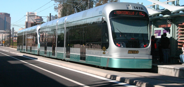 Phoenix voters substantially back light rail expansion